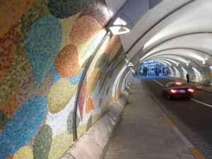 瀬田アートトンネル|照明とモザイク壁画が美しいトンネル ...